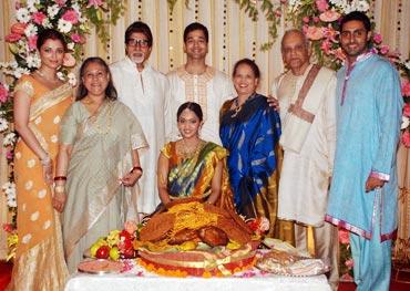 Aishwarya Rai, Jaya Bachchan, Amitabh Bachchan, Aditya Rai, Shrima, Vrinda, Krishnarajendra Rai and Abhishek Bachchan