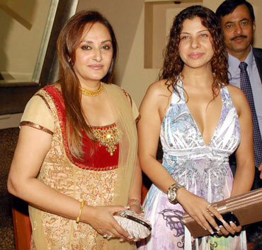 Jaya Prada and Sambhavna Seth