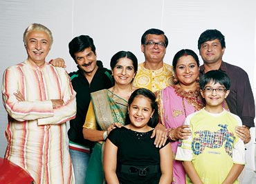 The Khichdi cast with 10-year-old Kesar