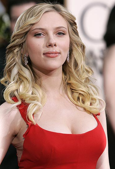 Scarlett Johansson finds her lips