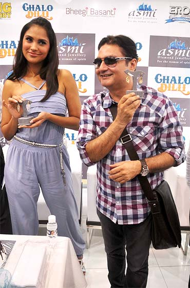 Vinay Pathak and Lara Dutta