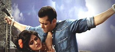 Salman Khan and Zarine Khan in Ready