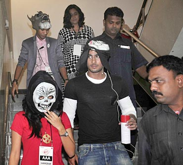 Prateik Babbar enters the class in disguise