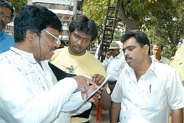 Pannaga assisting father Nagabharana on one of his films
