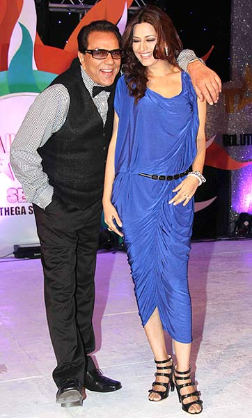 Dharmendra with Sonali Bendre