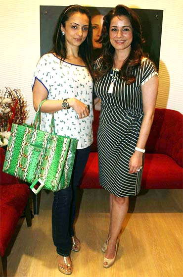 Seema Khan and Neelam Kothari