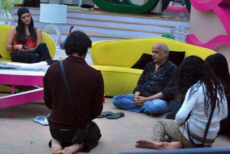 Mahesh Bhatt speaks to the housemates