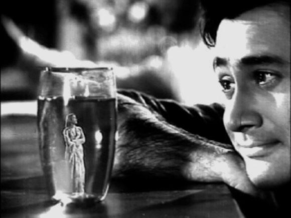 A scene from Tere Ghar Ke Samne (1963)