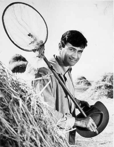 A scene from Johny Mera Naam (1970)