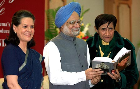 Dev Anand with Prime Minister Manmohan Singh and Sonia Gandhi