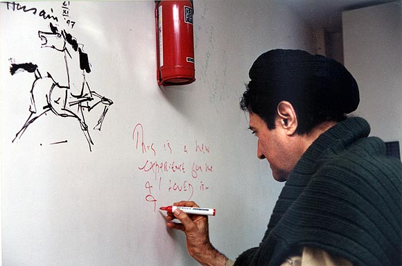 Dev Anand writes a message for Rediff fans. Above his message is M F Husain's message, when the painter had come for a Rediff Chat