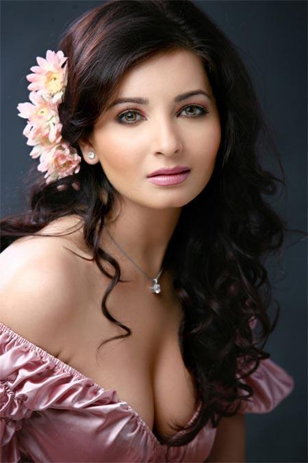 Shonali Nagrani Hot Pics, Indian Super League Anchors Female Name ISL 2015 Hosts Name Hot Pics, Images, Photos, Wallpapers