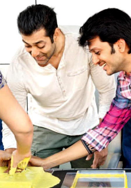 Salman Khan getting his handprint done