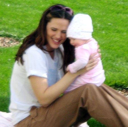 Jennifer Garner plays with daughter Violet
