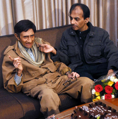 Dev Anand on his 88th birthday with son Suneil Anand