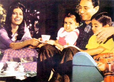 Dev Anand with wife Kalpana Karthik and two kids Suneil and Devina