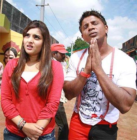 A scene from Jhonny Mera Naam Prethi Mera Kaam