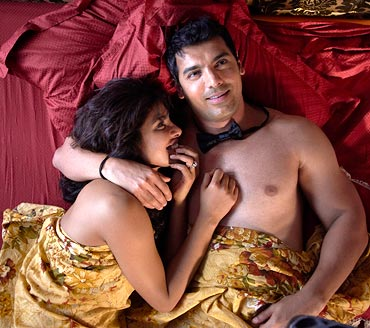 Priyanka Chopra and John Abraham in 7 Khoon Maaf