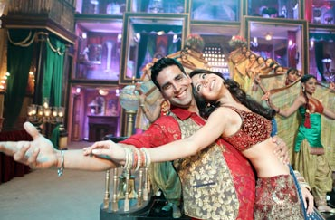Akshay Kumar and Anushka Sharma in Patiala House
