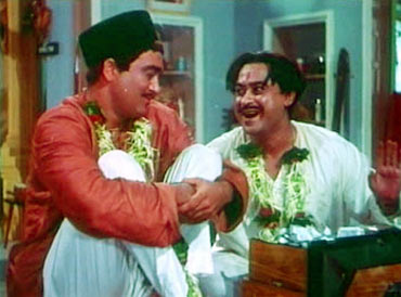 Sunil Dutt and Kishore Kumar in Padosan