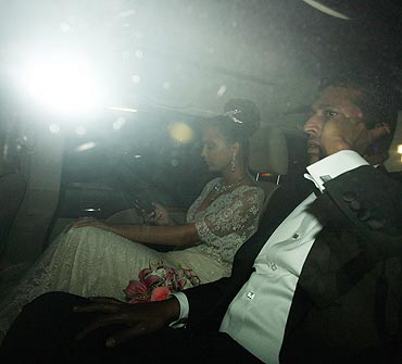 Mahesh Bhupathi and Lara Dutta leave after the wedding ceremony