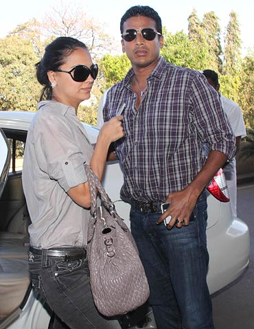 Lara Dutta and Mahesh Bhupathi get ready to leave for Dubai
