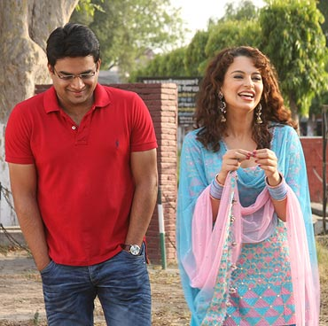 Madhavan and Kangna Ranaut in Tanu Weds Manu