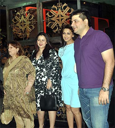 Shrishti Behl, Sonali Bendra, Goldie Behl arrive with Goldie's mother