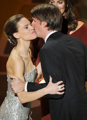 Tom Hooper accepts the award from Hilary Swank