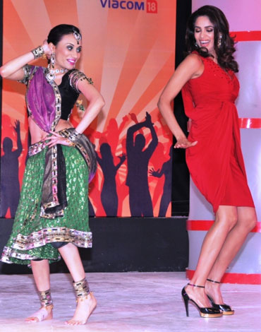 Mallika Sherawat dances with a contestant