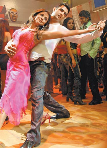 Urmila does the salsa with Sanjay Suri in Bas Ek Pal