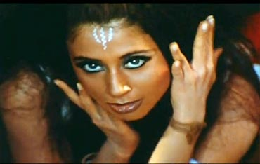 Urmila in the Kambakth Ishq song