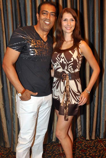 Vindu Dara Singh and Claudia Ciesla