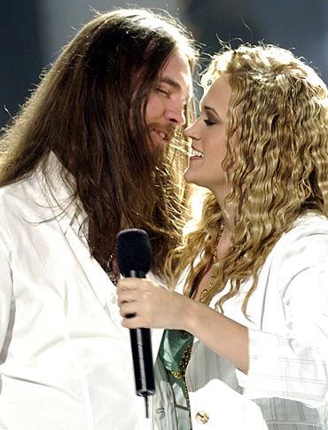 Bo Bice and Carrie Underwood after singing Up Where We Belong at the American Idol finale.