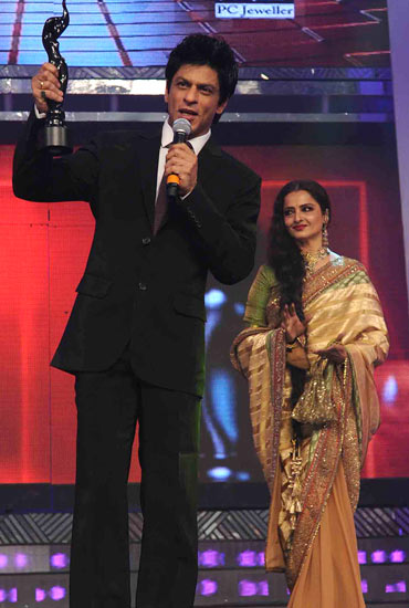 Shah Rukh Khan and Rekha at the 2011 Filmfare awards