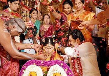 Karthi ties the thali (mangalya sutra)