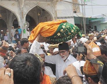 Amitabh Bachchan in Ajmer Sharif