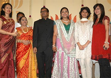 Bridal couple with Gowthami, her daughter Subbulakshmi, Kamal Haasan's daughter Akshara and guests
