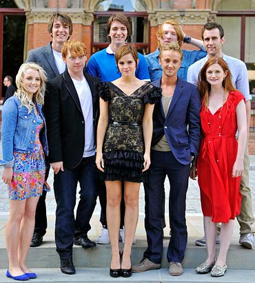 Evanna Lynch, Rupert Grint, Emma Watson, Tom Felton, Bonnie Wright, 2nd row: James Phelps, Oliver Phelps, Domhall Gleeson and Matthew Lewis