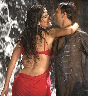 Katrina Kaif and Akshay Kumar in De Dana Dan
