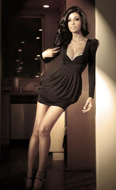 Koena Mitra in The Story of Naomi