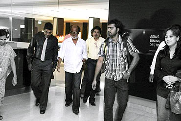 Rajnikanth walks out of the hospital