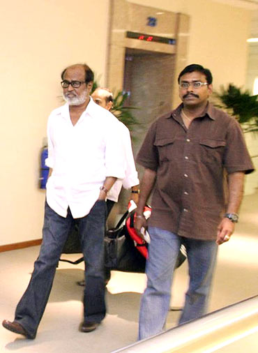 Rajnikanth with the hospital staff