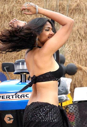Anushka Shetty Vettaikaaran