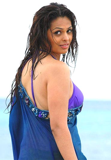 Anjana Sukhani in Don Seenu