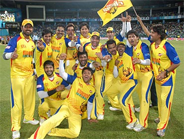 Arya and his Chennai Rhinos teammates