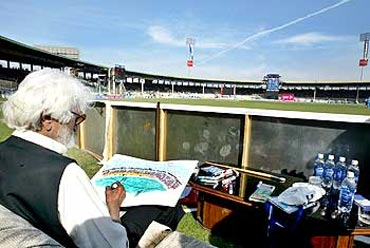M F Husain at work during a one-day India-Pakistan game in Karachi