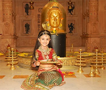 Ashnoor Kaur as little Shobha on Shobha Somnath Ki