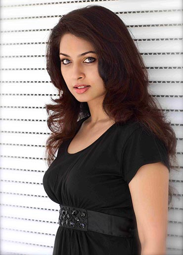 Sri lanka indian girl big tits flash - 2 5