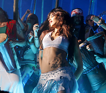 Deepika Padukone in Dum Maaro Dum song